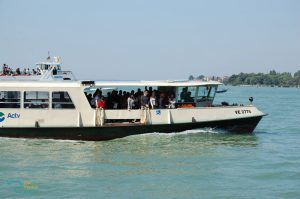 tips to use public transport in venice